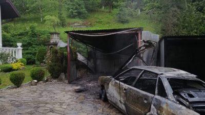 Posadowa Mogilska – pożar samochodu osobowego w blaszanym garażu
