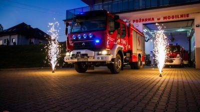 Powitanie nowego wozu strażackiego Renault D16 [VIDEO]